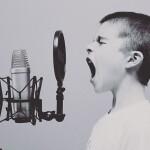 Copil care spune